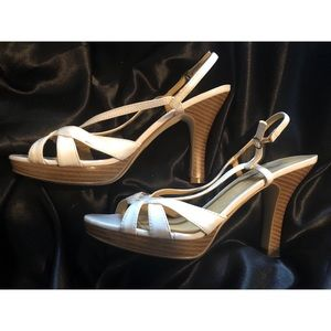 Steve Madden White Sandal heels 👡